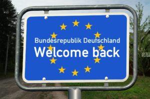 Besondere Bedeutung hat, historisch gesehen, auch das Recht, das eigene Land verlassen zu dürfen.