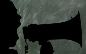 Gewaltaufrufe dürfen trotz Meinungsfreiheit verboten und unter Strafe gestellt werden.